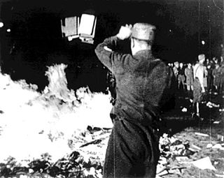 AY37393083Nazi book burning