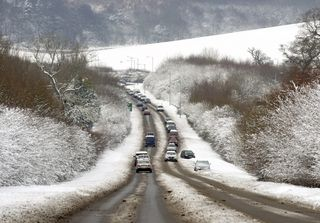 AY55580461SNOW ON THE A 413
