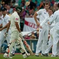 Graeme Swann takes the wicket of Usman Khawaja