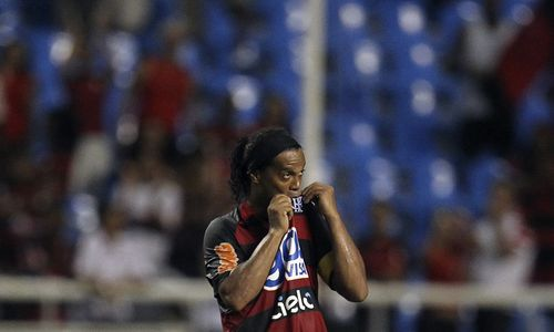 Ronaldinho kiss badge