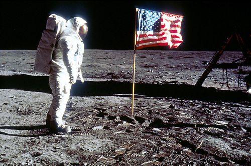 Buzz-aldrin-on-the-moon
