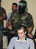 Hamas cameramen behind Shalit in Egypt interview