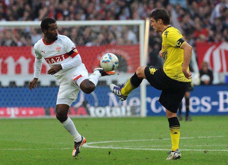 Stuttgart's Cacau (L) vies for the ball with Dortmund's Sebastian Kehl