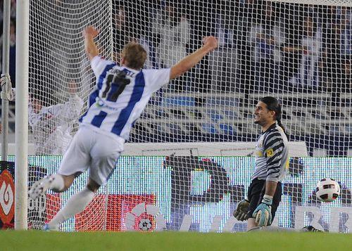 Real Sociedad's Zurutuza celebrates a goal as Barcelona's Pinto r