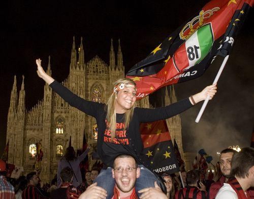 AD62722336AC Milan fans cel