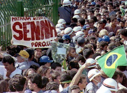 Senna crowd
