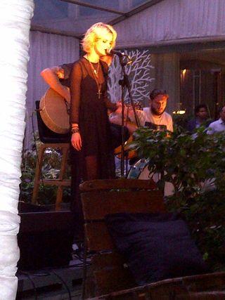 Pixie sing
