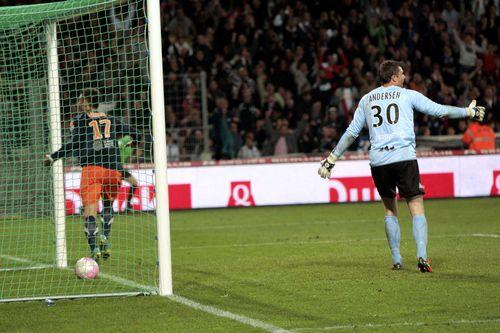 AY84586545Evians goalkeeper