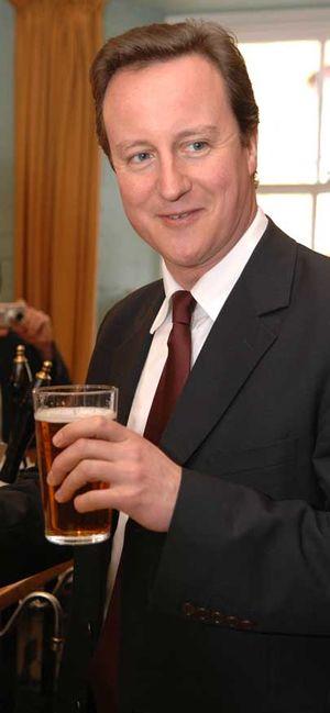 David-Cameron-drinks-a-pint