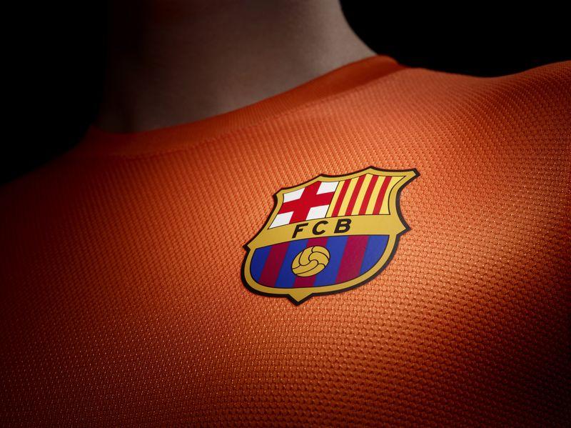 Fa12_Authentic_Barca_A_Crest_sm_R