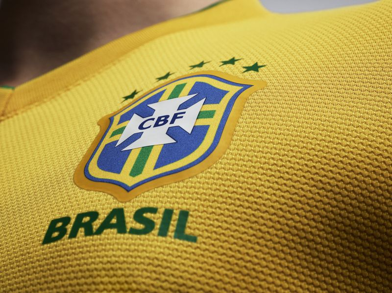 EC12_Brasil_Uniform_home_02_6879