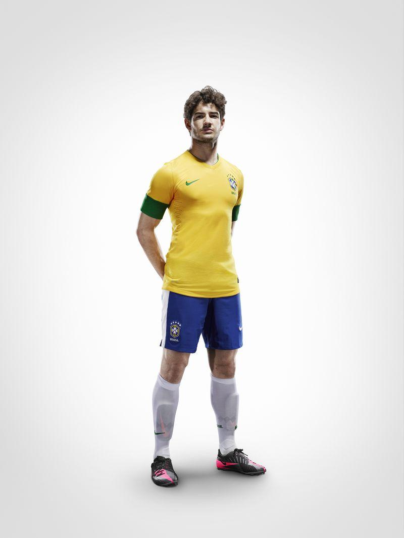 EC12_brazilian_uniform_Pato_6878