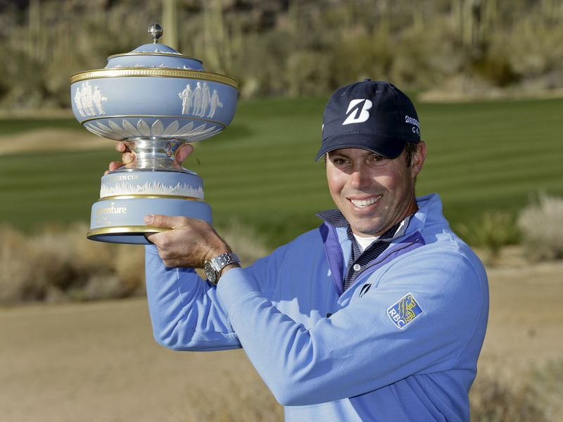 AY104586716Matt Kuchar hold