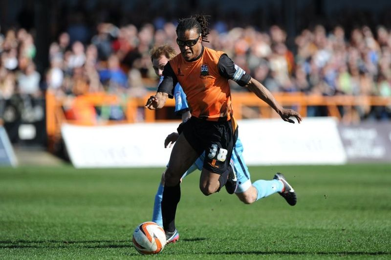AY108334521Edgar Davids Bar