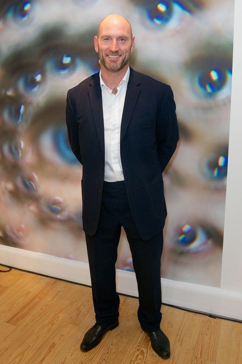 Lawrence Dallaglio in front of Dynamo's portrait