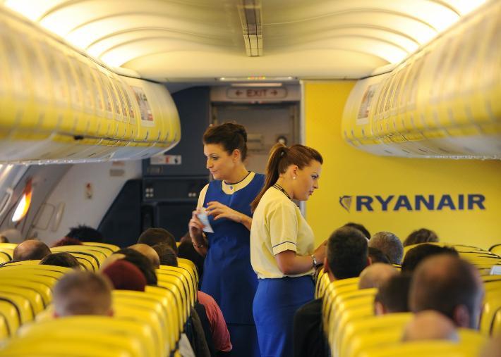 Ryanair-cabin-crew-(1)