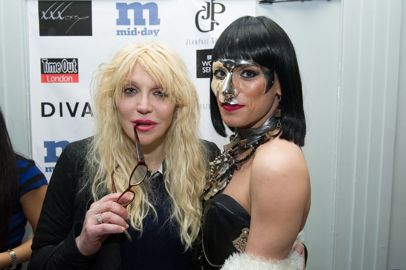 XXXora, Courtney Love 2