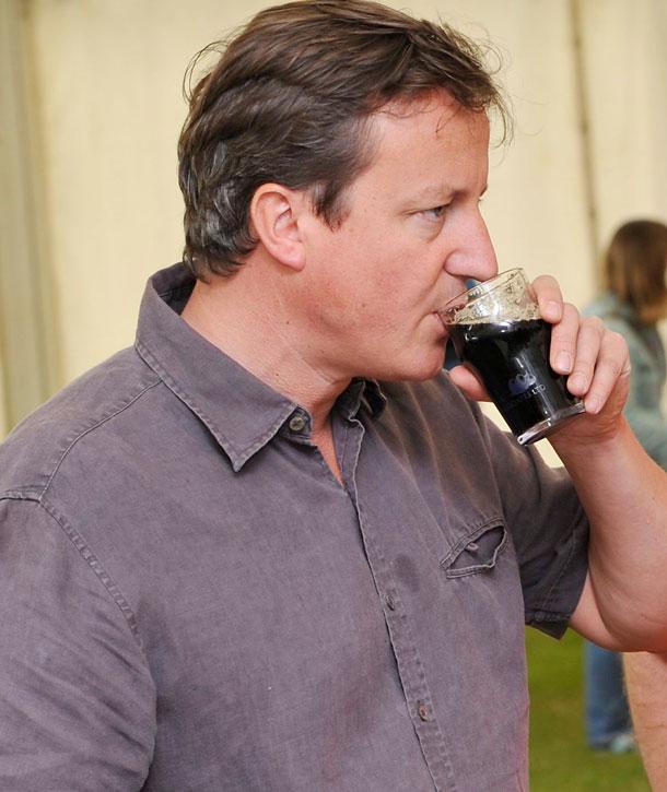 David-cameron-at-charlbury-beer-festival-pic-ins-33205662