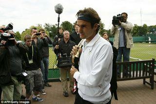 Federer_returns