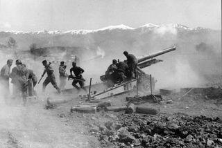 Bundesarchiv_Bild_101I-163-0319-07A,_Griechenland,_Artilleriestellung_auf_freiem_Feld