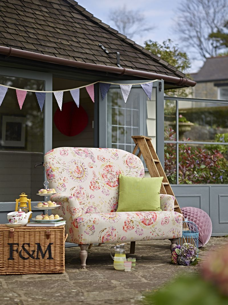 Couch - Daisy love seat in Warwick fabric - lifestyle - Thinc
