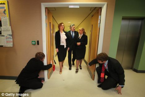 Unfortunately the image lost some its impact in wide view thanks to two men on bended knee holding open the swing doors. & General Election 2010: Gordon Brownu0027s open door policy... how an ... pezcame.com