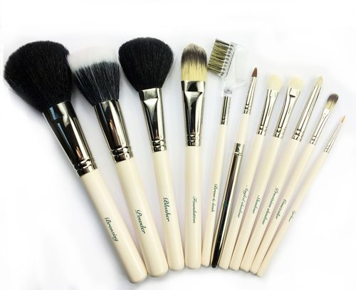 Cream brushes VINTAGE-BRUSH-GROUP-SHOT