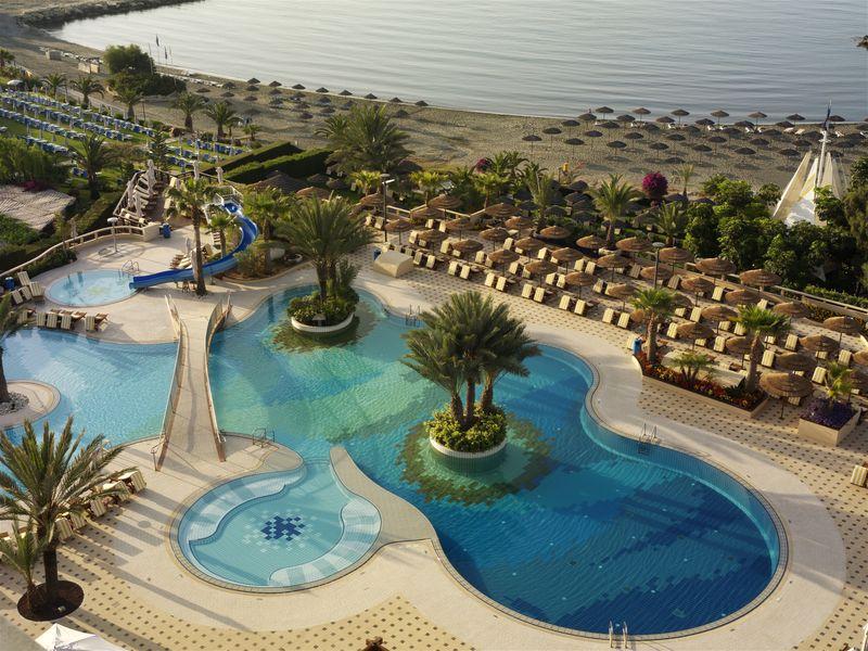 9 Main Pool & Beach