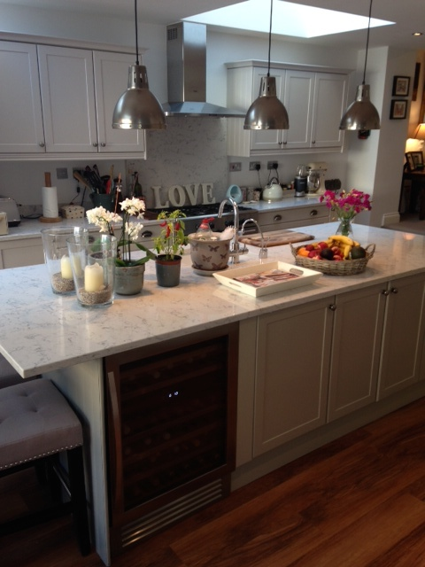 White Kitchen Island With Chairs