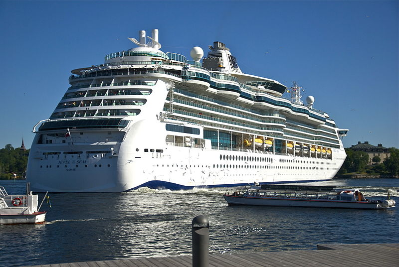 800px-Jewel_of_the_Seas_in_Stockholm_June_2011b