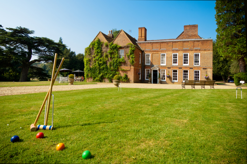Hallmark Hotel Flitwick Manor - Exterior Croquet