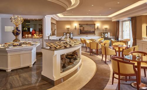 Rome Cavalieri - Imperial Club - Light lunch buffet