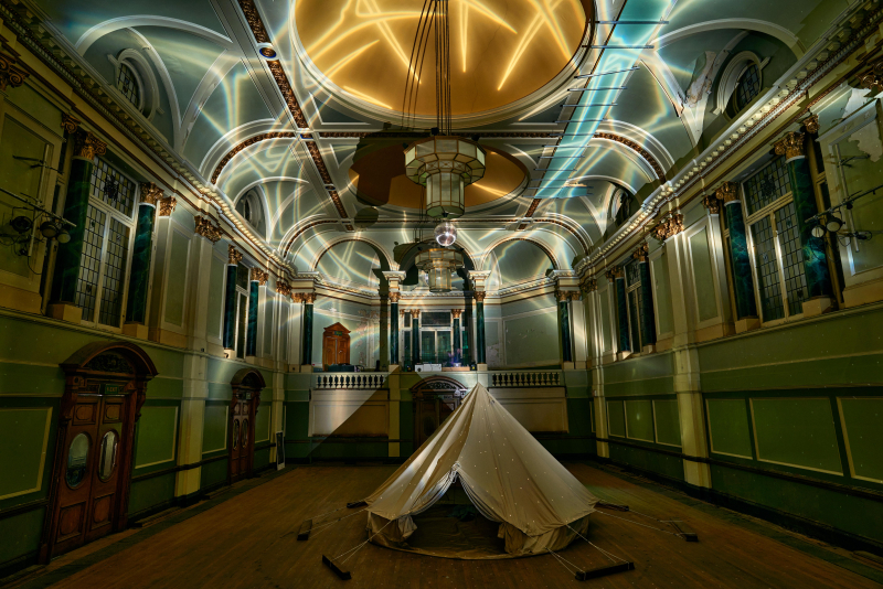 Hugo Dalton  Crown of Thorns  2020  light projection  photo Tom Mannion Lanscape